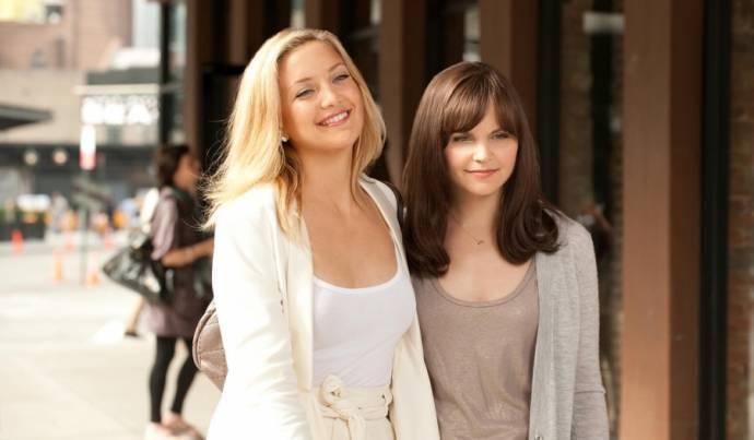 Kate Hudson (Darcy) en Ginnifer Goodwin (Rachel)