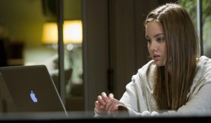 Liana Liberato (Annie Cameron)