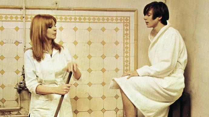 Jane Asher (Susan) en John Moulder-Brown (Michael 'Mike')
