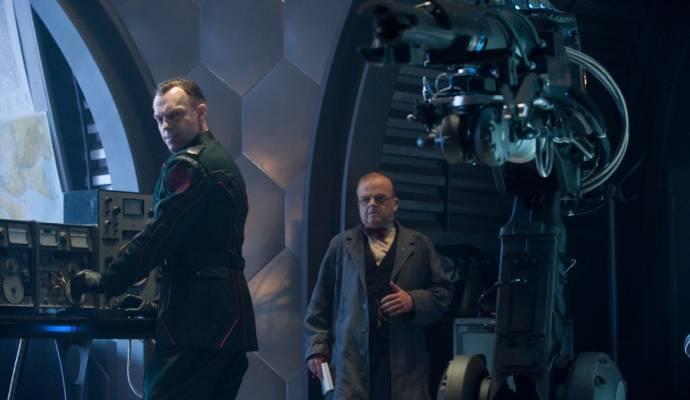 Hugo Weaving (Johann Schmidt / The Red Skull) en Toby Jones (Arnim Zola)