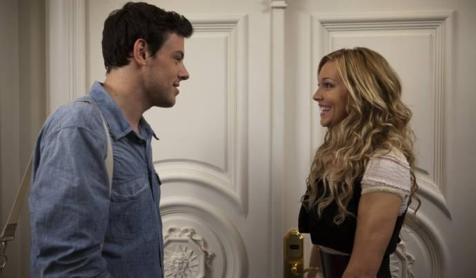 Cory Monteith (Owen) en Katie Cassidy (Emma)