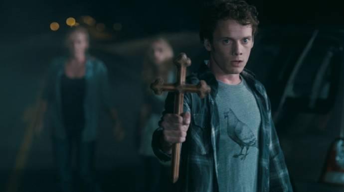 Anton Yelchin (Charley Brewster)
