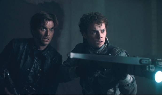 David Tennant (Peter Vincent) en Anton Yelchin (Charley Brewster)