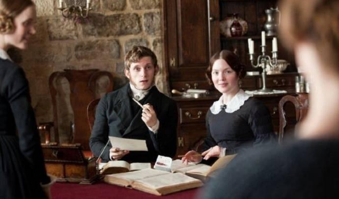 Jamie Bell (I) (St John Rivers) en Holly Grainger (Diana Rivers)