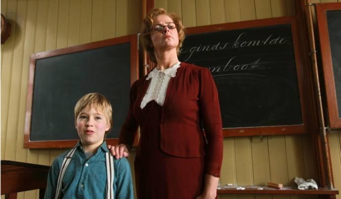 Koen Dobbelaer (Bennie Stout) en Irene Moors (Juf)