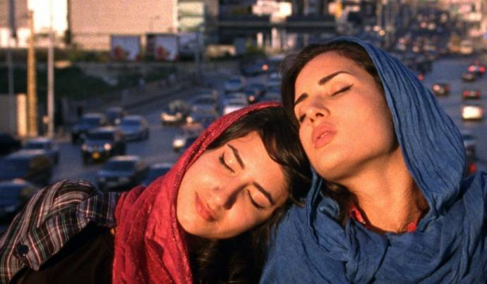Nikohl Boosheri (Atafeh) en Sarah Kazemy (Shireen)