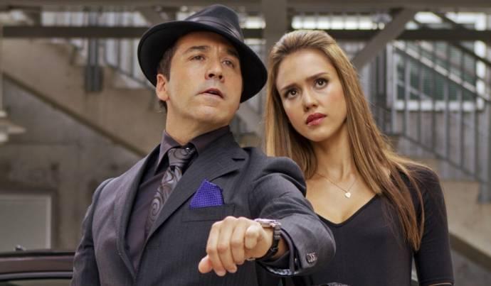 Jeremy Piven (Timekeeper) en Jessica Alba (Marissa Cortez Wilson)
