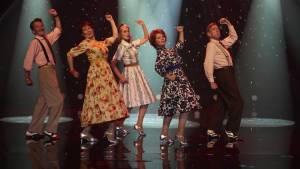 David Hayman (Ted), Celia Imrie (Bif), Joanna Lumley (Jackie), Imelda Staunton (Sandra) en Timothy Spall (Charlie)
