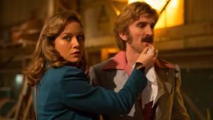 Free Fire: Brie Larson (Justine) en Armie Hammer (Ord)