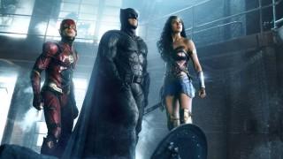 Ezra Miller, Ben Affleck en Gal Gadot in Justice League