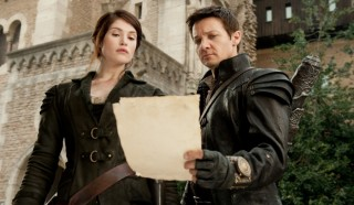 Gemma Arterton en Jeremy Renner in Hansel and Gretel: Witch Hunters