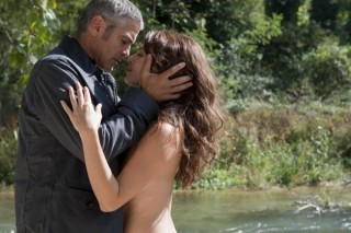 George Clooney en Violante Placido in The American
