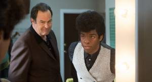 Get on Up: Dan Aykroyd (Ben Bart) en Chadwick Boseman (James Brown)
