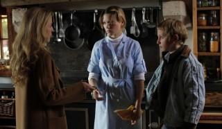 Gillian Anderson, Léa Seydoux en Kacey Mottet Klein in L'enfant d'en haut