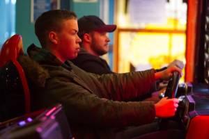Glassland: Will Poulter (Shane) en Jack Reynor (John)