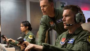 Good Kill: Bruce Greenwood (I) (Jack Johns), Ethan Hawke (Tom Egan) en Zoe Kravitz (Vera Suarez)