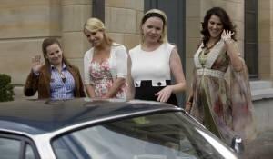 Gooische Vrouwen: Lies Visschedijk (Roelien Grootheeze), Linda de Mol (Cheryl Morero), Tjitske Reidinga (Claire van Kampen) en Susan Visser (Anouk Verschuur)
