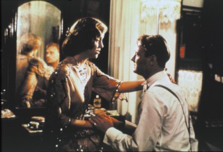 Greta Scacchi en Christopher Cazenove in Heat and Dust