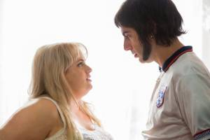 Grimsby: Rebel Wilson (Lindsey) en Sacha Baron Cohen (Norman 'Nobby' Grimsby)