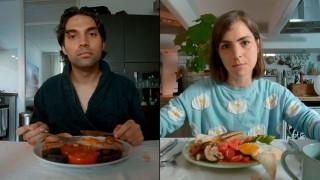 James Floyd en Hannah Hoekstra in Love in a Bottle