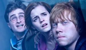 Harry Potter and the Deathly Hallows: Part 2: Daniel Radcliffe (Harry Potter), Emma Watson (Hermione Granger) en Rupert Grint (Ron Weasley)