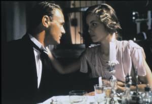 Heat and Dust: Christopher Cazenove (Douglas Rivers) en Greta Scacchi (Olivia)