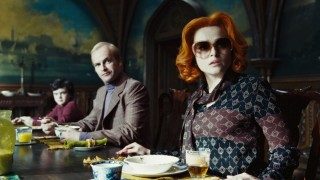 Jonny Miller en Helena Bonham Carter in Dark Shadows