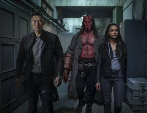 Daniel Dae Kim (Ben Daimio), David Harbour (Hellboy) en Sasha Lane (Alice Monaghan)