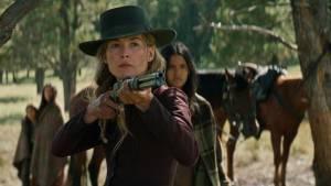 Hostiles: Rosamund Pike (Rosalie Quaid)