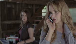 House at the End of the Street: Jennifer Lawrence (Elissa) en Elisabeth Shue (Sarah)
