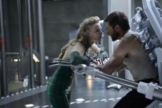 Svetlana Khodchenkova en Hugh Jackman in The Wolverine