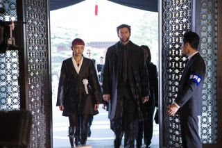 Rila Fukushima en Hugh Jackman in The Wolverine