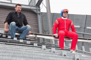 Hugh Jackman en Taron Egerton in Eddie the Eagle