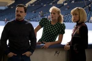 I, Tonya: Sebastian Stan (Jeff Gillooly), Margot Robbie (Tonya Harding) en Julianne Nicholson (Diane Rawlinson)