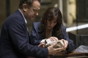 Tom Hanks (Robert Langdon) en Felicity Jones (Dr. Sienna Brooks)