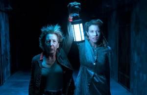 Insidious: The Last Key: Lin Shaye (Elise Rainier) en Tessa Ferrer (Audrey Rainier)