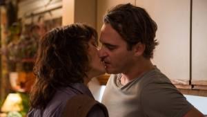 Joaquin Phoenix (Abe) en Parker Posey