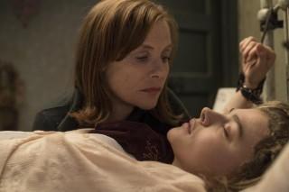 Isabelle Huppert en Chloë Grace Moretz in Greta (2018)