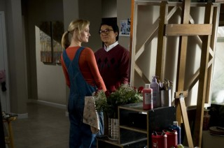 Jackie Chan en Amber Valletta in The Spy Next Door