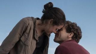 Tatiana Maslany en Jake Gyllenhaal in Stronger