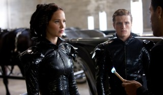 Jennifer Lawrence, Josh Hutcherson en Lenny Kravitz in The Hunger Games