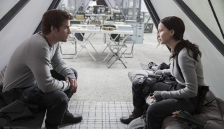 Josh Hutcherson en Jennifer Lawrence in The Hunger Games: Mockingjay - Part 2