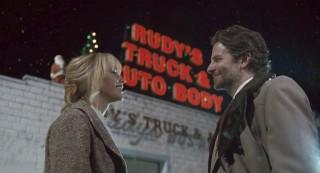 Jennifer Lawrence en Bradley Cooper in Joy