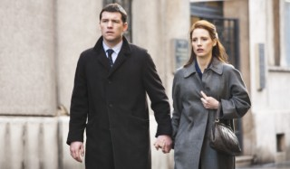 Sam Worthington en Jessica Chastain in The Debt