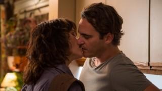 Joaquin Phoenix en Parker Posey in Irrational Man