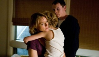 Jodie Foster, Riley Thomas Stewart en Anton Yelchin in The Beaver