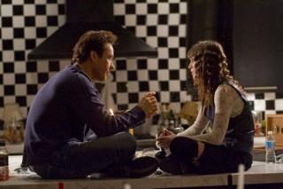 Lizzy Caplan en John Cusack in Hot Tub Time Machine