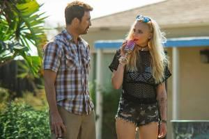 Josie: Dylan McDermott (Hank) en Sophie Turner (Josie)