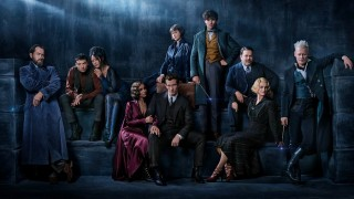 Jude Law, Ezra Miller, Zoe Kravitz, Callum Turner, Katherine Waterston, Eddie Redmayne, Johnny Depp, Dan Fogler en Alison Sudol in Fantastic Beasts: The Crimes of Grindelwald