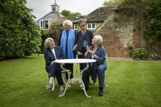 Maggie Smith, Joan Plowright, Eileen Atkins en Judi Dench in Tea with the Dames